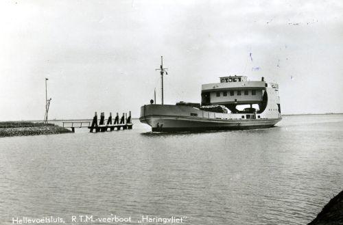 Veerboot Haringvliet nadert de Tramhaven